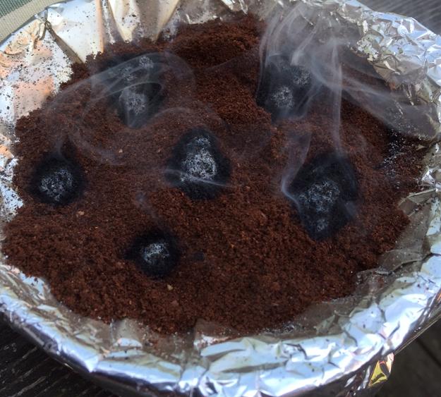 Brennender Kaffee hält Wespen fern.
